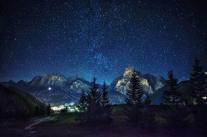 nuit-etoilee-montagne